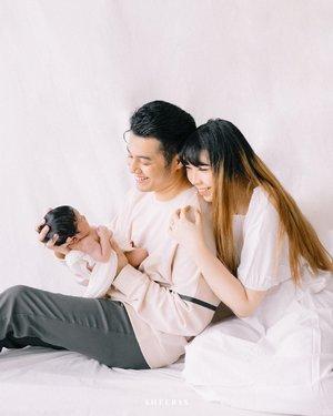 Hello darling, mom and dad love you so much ❤️❤️❤️❤️#GaladrielHedoDjahamata..📷 @sheerss_jr @ileevan #sheerssivanStylist : @cyndicindycyndi ....#sheerss #sheerssjunior #babyphotoshoot #babyphotography #clozette #clozetteid #photoshoot