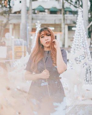 Still in Christmas vibes ✨❄️ Pls excuse my messy bangs 💁🏻♀️ . . 📷 @yumiiikoo . . . #clozette #clozetteid #portrait #look #beauty #lifestyle #ggrep #ggrepstyle #ggreptrend