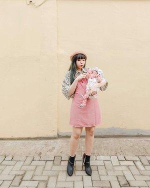Weekendnya kita: foto foto depan rumah aja 😁😁 . . . . #clozette #clozetteid #ootd #outfit #lookbook #looksootd #momanddaughter #GaladrielHedoDjahamata