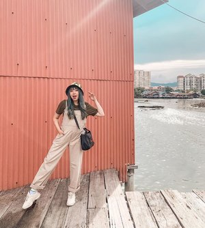 10 kilos ago 🙈🙈. *masih bisa digendong suami 🤣🤣 . . . . . #clozette #clozetteid #lookbook #cidstreetstyle #outfit #throwback #ootd #outfit #coupleoutfit