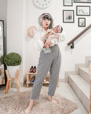 Matching headbands with my baby 🥰💐🌸🌺🌹#GaladrielHedoDjahamata....#clozette #clozetteid #lookbook #outfit #ootd #momanddaughter #newborn #babyoutfit #cidstreetstyle
