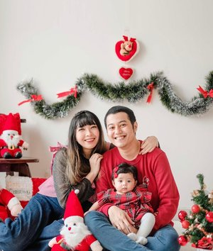 Merry Christmas from our little family 🤍 .#GaladrielHedoDjahamata #Christmas #clozette #clozetteid