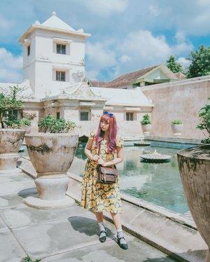 Water Castle ✨ #explorejogja . . . . . . . #clozette #clozetteID #ggrep #ggrepstyle #ggreptrend #looksootd #cgstreetstyle #cidstreetstyle #lookbook #outfit #ootd #tamansari #jogja #yogyakarta #wonderfulindonesia #watercastle