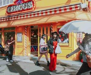 Nama tempatnya circus, pas masuk ke dalem ternyata toko kacamata 🎪 . . . 📷 @williamiskandar . . . . . . #japan #shimokitazawa #wheninjapan #explorejapan #yunitainjapan #clozette #clozetteid #outfit #ootd #lookbook #sonyrx100vii