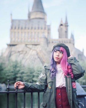 Chillin in front of Hogwarts ✨🏰..📷 @hisafu ..#PixyAsianBeautyTrip2017#Pixyasianbeautytrip#pixybeautytrip#wheninjapan #Japantrip #YunitaInJapan #YunitaJapanTrip #clozetteId #ggrep #ggreptrend
