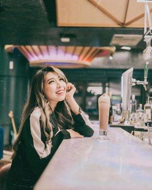 New place to chill in town! . Pas kemaren ke @jekylhydemedan baru tau kalo ternyata mereka punya dua konsep, Restoran & Cafe di siang hari (Jekyl) dan malemnya suasana berubah jadi Bar-Lounge (Hyde) plus ada Live bandnya juga. . Beneran tempat yang oke buat nongkrong sambil nikmatin makanan yang enak enak 🖤🖤🖤. . . 📍@jekylhydemedan Focal Point @medanfp Lvl G Jalan Gagak Hitam . . #JekylHyde #LoungeMedan #RestoranMedan #BarMedan #DjMedan #livebandmedan . . . . #cafe #bar #lounge #cafemedan #clozette #clozetteid #lifestyle #makanmana