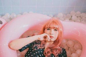 Another throwback post 💖 . . 📷 @yumiiikoo . . . . . . #cintageschool #cintage #clozette #clozetteid #portrait #pinkcafe #cafehoppingbkk #lifestyle