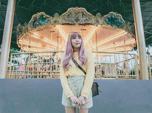 🎠🎠🎠 . . . 📷 @williamiskandar . . . . . #carousel #themepark #ggrep #ggrepstyle #ggreptrend #clozetteid #clozette #cgstreetstyle #style #portrait #medanbeautygram #hillpark #looksootd