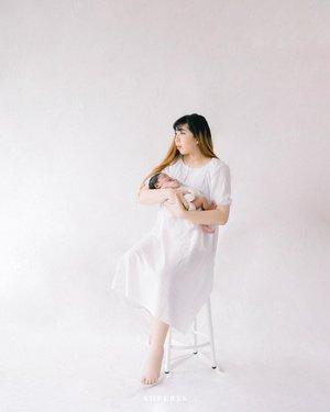 Nggak terasa gadis kecilku udah 4 bulan aja. Dulu pas newborn masih sekecil itu, sekarang udah makin gede hihihi. ❤️❤️❤️❤️ #GaladrielHedoDjahamata 🧝♀️ . . Photo by @sheerss_jr @ileevan #sheerssivan . . . #sheerssnewborn #sheerss #babyphotography #newborn #newbornphotoshoot #portrait #clozette #clozetteid #familyportrait #sheerssfamily