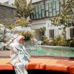 Habis hujan terbitlah matahari. Yuk produktif lagi 😉 oiya, review @yatscolony udah ada di blog dan room tournya juga udah ada di youtube ku yaa.. yuk kepoin 😊 .........#clozetteid #clozettedaily #yatscolony #yatscolonyjogja #yatscolonyhotel #hoteljogja #hoteldijogja #beaufavele #beaufavelebydian #lifestyleblogger #lifestyle #travel #traveller #travelbloggerindonesia #indotravelblogger #hijabtraveller #lifestyleblogger #travelblogger #jogja #explorejogja