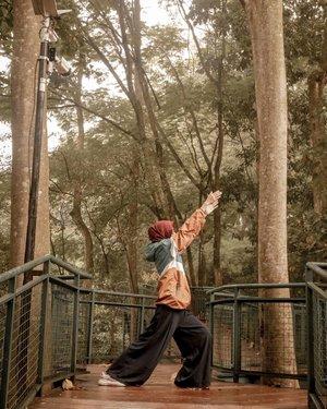 Surga oksigen. Happy weekend 💕 . . . . . #clozetteid #clozettedaily #lifestyleblogger #lifestyle #travel #traveler #travelingwithhijab #hijabtraveller #explorebandung #takenwithLumix #bandunghits #bandungjuara #bandung #babakansiliwangi #life #wisatabandung #indotravellers #bloggerstyle #bloggerindo