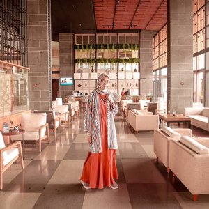 Selama penggunaan medsos dan internet dibatasi beberapa hari kemarin alhamdulillah jadi bisa lebih q-time tanpa dikit-dikit liat hp. Kembali di jaman ketika hp hanya bisa sms dan telpon 😅.........#Clozetteid #clozettedaily #ootd #hootd #hijabootdindo #hijabootd #ootdhijab #SwissBellDago #swissbelresortdago #travelingwithhijab #hijabtraveler #diannostyle #HoteldiBandung #HotelBandung #ilook #lookbook #lookbookindonesia #indotravellers #bloggerstyle #bloggerlife #lifestyle #lifestyleblogger #bloggerlifestyle
