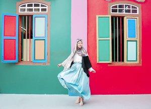Have a colourful sunday ❤💙💚..📷 @ariright...#ClozetteID #clozettedaily #littleindia #littleindiasingapore #DiariTravelJourney #DiariJourney #DiannoStyle #singaporeguidebook #singapore #thingstodoinsingapore #things2doinsingapore #wisatasingapore #exploresingapore #singaporeinsiders #travelblogger #hijabtraveller #hijabtravellers #indotravelgram