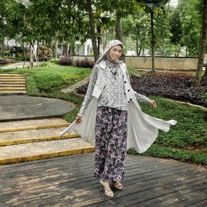 Hello December! Let's do better. 💝 #tapfordetails ........#clozetteID #clozettedaily #ootd #hijabootd #hijabootdindo #lifestyle #fashion #casual #hijabfashion #modestfashion #fashionblogger #indofashion #fashionpeople #lookbook #lookbookindo #hootd #LifestyleBlogger #indonesianfemalebloggers #indonesianhijabblogger #dian_justd #diannostyle #mixpatternstyle #ilooknet #hootd #diannostyle #ilook_net #hijabootdindonesia
