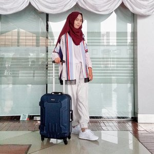 Friday is coming. Alhamdulillah... Ready for weekend? Ready for traveling?  Buat kalian semua yang suka traveling, tapi masih bingung gmn style yg cocok dan nyaman selama diperjalanan? Yuk intip post terbaruku, semoga bisa memberi inspirasi untuk tetap tampil kece selama traveling.  Link activenya bisa langsung klik di bio yaaa 😘  http://www.beaufavele.com/2017/09/gaya-traveling-untuk-hijabers.html . . . . . . . #ClozetteID #clozettedaily #fashion #fashionblogger #modestfashion #hijab #fashionhijab #hijabootd #hijabootdindo #modest #casual #travelstyle #travelingstyle #style #hijabers #hijaberstyle #airportstyle #blogger #bloggerindo #indoblogger #indonesianfemalebloggers #indonesianhijabblogger #bloggerperempuan #beaufavele #beaufavelebydian