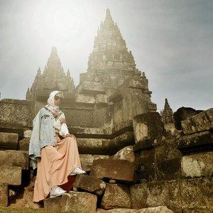 I love morning.. enjoy the fresh air. 💝..📷 @ariright ........#clozetteID #clozettedaily #travelblogger #Travel #indotraveller #indonesiantraveler #indotravelgram #indotravellers #indonesiantraveller #lifestyle #LifestyleBlogger #indolifestyle #explorejogja #dolanjogja #jogjahits #yogyakarta #candiprambanan #hijabtraveller #travelingwithhijab #travelinstyle #ootd #ootdindo #wonderfulindonesia #pesonaindonesia #lookbookindonesia #lookbook #lookbookindo
