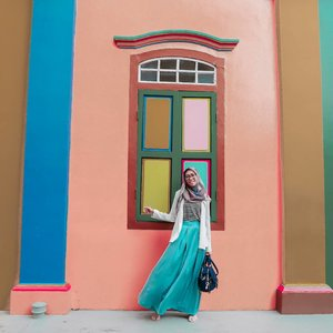 Smile is a simple way of enjoying life. Happy monday 💙....#ClozetteID #DiannoStyle #Life #Lifestyle #ootd #hijabstyle #modeststyle #MyTravelStyle