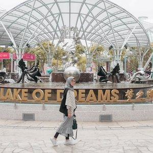 Mimpi 2019 udah tercapai belum nih? Atau kamu udah bikin resolusi baru buat 2020? 😊....#ClozetteID #Style #Travel #lifestyle #DiannoStyle #Singapore #resortworldsentosa #DiariTravelJourney #ootd