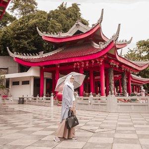 Happy weekend �Jangan lupa bawa payung yaa kalo mau jakan-jalan hari ini, cuacanya masih galau. Panas, mendung, gerimis, tau-tau hujan deras. Stay safe, semoga enggak banjir lagi ☔🌦 ...#ClozetteID #ootd #life #Lifestyle #DiannoStyle #lifestyleblogger #hijabtraveler #hijabootd #Semarang #ExploreSemarang