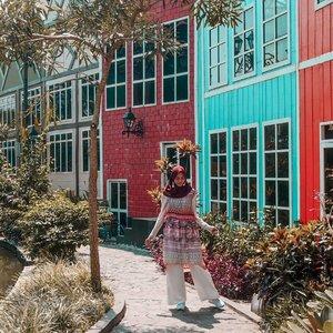 Yeay.. alhamdulillah udah jumat lagi aja. Seneng dong besok weekend 😃 Lebih seneng jalan-jalan atau kumpul di rumah aja bareng keluarga? .........#clozetteid #clozettedaily #ootd #style #DiannoStyle #lifestyle #lifestyleblogger #bloggerlife #bloggerlife #travel #travelgram #traveling #travelingwithhijab #travelphotography #traveller #hijabtraveller #travelling #diarijourney #devoyagebogor #DeVoyage #explorebogor #bogorhits #lifequotes #wisatabogor #Indonesia #WonderfulIndonesia #hijabstyle #hijabootd