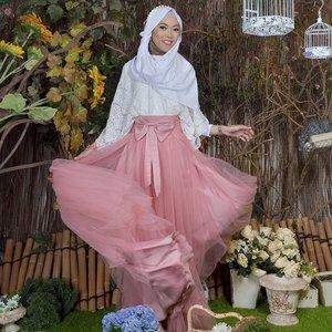 September ceriaaa ~ ~ 💞.💄👗 by @bugnanirwana📷 by @bapunuwi..#Clozetteid #clozetter #starclozetter #ootd #hijab #hootd #hootdduahijab #duahijabtrans7 #ilook #hijabfashion #hijabmuslim #SeptemberCeria #HHotd #HanivaSeptemberCeria #hijabootdindo #ootdindo #OotdCeria