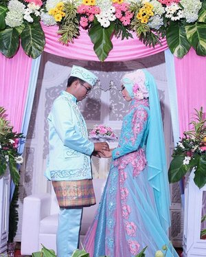 Sebulan kerasa sehari. Happy 11 my everlasting 😍 may Allah swt always protects and blesses us 💝 💝 . . . . #diarijourney #CeritaDianAri #11Dec2016 #DianAriWedding #clozetteID #wedding #weddingku #bridestory #pernikahan #inspirasiwedding #inspirasikebaya #inspirasigaun #pernikahanindonesia #indonesia #weddingdress #moslemwedding #moslemweddingdress #gaunpernikahan #bajunikah