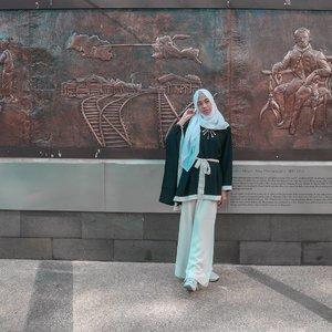 Mata bisa melihat dengan jelas, namun hanya hati yang mampu melihat dengan jujur. Selamat Kamis manis semua � . Yang lagi santai, Mampir-mampir ke Blog aku yuk, linknya ada di bio ya 👆 ada berbagai referensi seputar beauty, fasion, travel, dan masih banyak lagiiii 😊 . . . . . . . . #clozetteid #clozettedaily #OOTD #DiannoStyle #hijab #style #hijabstyle #lifequotes #lifestyle #lifestyleblogger #bloggerindo #Beaufavele #BeaufavelebyDian #hijabootd #ootdhijab #hijabtraveler #hijabtraveller #monochromestyle