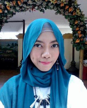 #selfie of the day, kondangan day 😀  pink me! 💋..#ClozetteId #hijab #makeup #motd #hootd #hijablook #hijabfestive #blogger #beauty #beautyblogger #bloggerindo #ihblogger #bloggerperempuan #pinklips #hijabmakeup #makeuphijab