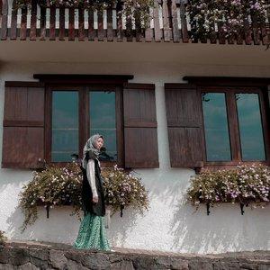 Kemana kaki melangkah, ikutilah.. Selamat weekend semua 💕Jangan lupa ikutam giveaway aku bulan ini yaa..cuma sampe akhir bulan aja periodenya. Siapa tau kamu yg beruntung bisa dapetin produk kece dari makeover 😊......#clozetteid #clozettedaily #ootd #hootd #lifestyle #style #hijabstyle #blogger #bloggerstyle #personalblogger #travelgram #travel #hijabtraveller #bavarianhauspuncak #bogor #wisatabogor #explorebogor #bavarianhaus #cafebogor #hijabootd #DiannoStyle