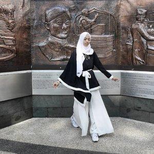 Selamat tahun baru hijriah.. mari melangkah dengan lebih baik, lebih bijak, dan lebih bersyukur 💖💖💖.....#clozetteID #clozettedaily #LifestyleBlogger #bloggerindo #Bloggerlife #bandung #bandunghits #explorebandung #wisatabandung #explorebdg #lumix_id #lumixG #lumixleica #lumixindonesia #indotravelgram #bloggerindonesia #TakenWithLumix #hijabtraveller #travelingwithhijab #ootd #hijabstyle #hijablook #ilook_net #diannostyle #hootd #fashioblogger #lookoftheweek #streetstyle @ilook_net