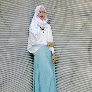 A new couple, white and blue. 💙..#Clozetteid #ootd #ootdhijab #hijabootd #hijablook #starclozetter #clozettedaily #hijabfashion #hijabfestive #modestfashion #fashion #white #blue #pastel #style #hijabstyle #bloggerlife #blogger #indoblogger