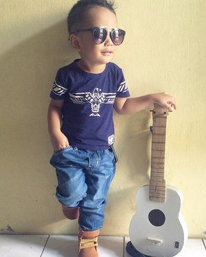 anak band 😎🎸 #gitarbuatanpapa #2yearsold #clozetteid