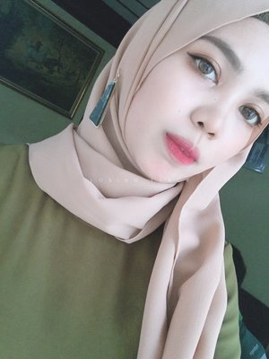 give me a chance #makeup #hijabstyle