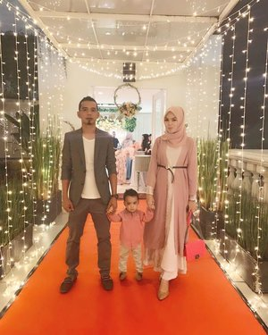 jarang2 ada poto bagus b3 🤭😅 #weddingdinnerparty #weddingootd #familyportraits #hijabstyle #hijabootd #hijabootdindo #hijabfashion #weddingdress #weddinginvitations #hijaboutfit #clozetteid