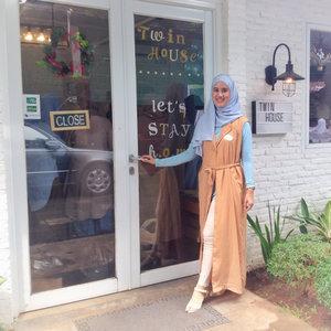 Long vest for hijabers makes me more chic 😎. #clozetteid #clozettemobileapp