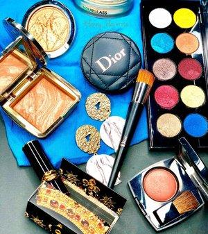 Some beauties I love to play with 💋🌈 #makeup #makeuppost  #makeuptalk  #hourglasscosmetics #dior #diorbeauty #pacmcgrathlipstick #patmcgrath #patmcgrathlabs #lipstick #clozette #clozetteid #chanel #diorvalley #tropical #tropicalbeauty #luxurybeauty #beautypost #beautygram #wakeupandmakeup #colourmecolourful #bblog #beautylover #makeupcollector #slayflatlay #blue