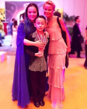 Proud of you my baby boy 🤗 competition without any guardian this time. He prepares everything by himself while mommy busy hosting the event 😘💕•••With one of judges that special day @hanna_karttunen 💕✨•••#baliopendancechampionship2018 #baliopen #danceinparadise #bali #padma #padmabali #dance #dancesport #dancesportindonesia #dancer #latindancer #latin #clozette #clozetteid #sirenclothingind