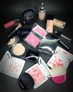 Let's play in the @diormakeup land 💖✨ . . . #dior #diorvalley #diorbeauty #diormakeup #diorcosmetics #wakeupandmakeup #makeupcollector #limitededition #makeupjunkie #makeuplover #makeuppost #makeuplife #luxurybeauty #clozetteid #clozette #pink #bloom #summer #blue #beautygram #bblog #beautyblog #beautyaddict #beautyblogger #fanbrush #chomotto #hakuhodo #makeupbrushes