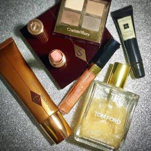 Have a #blissful #Sunday everyone 😍❤ #charlottetilbury #ctilburymakeup #tomford #tomfordbeauty #tomfordmakeup #tomfordaddict #jomalone #bronzer #lipstick #matte #glitter #glittery #sparkling #spring #summer #makeup #makeuplook #makeuplove #makeupobsessed #makeupaddict #makeupmafia #clozette #clozetteid #beautyblog #beautylover #beautyaddict