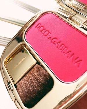 #Provocative from @dolcegabbana 💖✨ for you #dolcegabbana beauties ✨💖 #summer  #summer2017  #summervibes  #pink  #tropical  #makeuppost  #makeuplookbook #bblogger  #bblog  #wakeupandmakeup  #clozetteid  #clozette  #luxurylife  #makeuplover  #beautylover