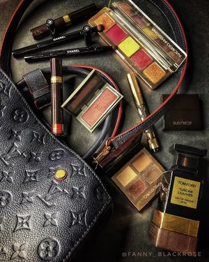 Rotating my lovely beauties 💕 #makeuppouch  #makeupbag . #louisvuitton obsessed with #navyblue and #red combination  #threecosmetics #3aw18  #threecosmeticsmy #natashadenona last holiday collection  #tomford #tuscanleather #tomfordlipstick  #chanel #makeupbrushes . #onthego #wakeupandmakeup #luxurybeauty #clozette #clozetteid #charlottetilbury #lauramerciermy #yslindonesia #yslmy