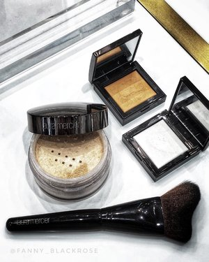 Enjoying some of #LauraMercier #bestseller and #new #setupandglow #glowpowder to set my #makeup today 😊😊😊 For 6 hours now and still going strong. Don't think this glowing powder gonna makes you look oily, it doesn't ♥️ It sets my makeup beautifully and gives me subtle #healthyskinglow 🤗 I use the puff First, to lay down the powder Glow and then I buff it with soft fluffy brush.  I am happy with result 😊😊😊 . That 2 little squares is their blurring under eyes, give it a try today. It works amazing to help my very tired look eyes. . #makeuplook #makeuptalk #luxurybeauty #wakeupandmakeup #clozette #clozetteid #beautytalk #beautygram #beautyflatlay #ilovemakeup #makeuppost #makeupartist #lauramerciermy #beautyblogger #beautyinfluencer #beautylover #makeupaddict #makeupcollector