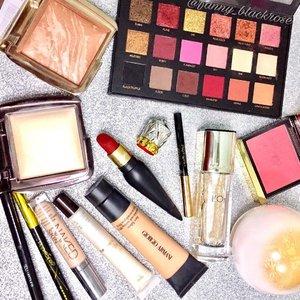 The products I use earlier on my #instagramlive ❤😊❤ Happy Lunar Year ❤😊❤ 🏵🏵🏵🏵🏵🏵🏵🏵🏵🏵🏵🏵🏵🏵🏵🏵 #hudabeauty #yearofroaster #hourglass #bronzer #highlight #clozette #clozetteID #giorgioarmani #armanibeauty #tomford #tomfordbeauty #rouge #rougelouboutin #maybelline #guerlain #urbandecay #ysl #shuuemura #makeuppost #makeupflatlay #flatlay
