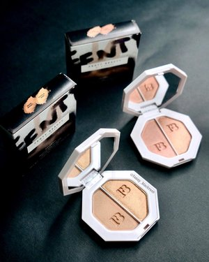 @fentybeauty  #fentybeauty  #fenty I pick 2 highlighters from 4 available 💖✨💖✨ Love the simple packaging to bring along on my #makeuppouch  #compact and #sleek #makeup  #makeuppost  #makeuptalk  #ilovemakeup  #wakeupandmakeup  #highlighter #clozette  #clozetteid  #luxurybeauty  #sephora #bblogger #bblog #beautyvlogger #beautylover #beautyblogger #makeupjunkie #blackedgy #dark #makeupcollector