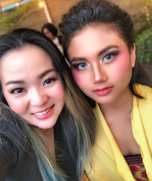 Enjoying my weekend to supporting @earthhoursurabaya events at @bwpapiliohotel 😊 as an #Makeupartist and #Makeuplover we have option to use products that is environment friendly 😊♥️ Here's some of my #makeupwork that usually I post at my gallery account @fannyblackrosemakeup and my photography skill that needs to be improved 😅😉•••Styling by @embrannawawi for #zerowaste #fashion •••#makeup #hairdo #makeupartist #saveourearth #surabaya #earthhour #earthhour2019 #airbrushmakeup #clozette #clozetteid #yellow #pressconference #weekenders #workingmom #workingmomlifestyle #photoshoot #beautygram #beautylover #beautyinfluencer