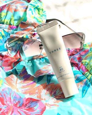 #BeachLife 🌴🌴🌴Lazy to put anything else. Just @threecosmetics #SPF40+++From @threecosmeticsmy @louisvuitton #sunnies @roxy #swimsuit 🌴🌴🌴#relax #threecosmetics #threecosmeticsmy #louisvuitton #poolside #beach #beachwear #beachvibes #tropical #turquoise #teal #summer #summervibes #travel #traveller #3flawlessbase #3flawlessbabe #lv #sunglasses #idontplaniplay #clozette #clozetteid #beautyblog