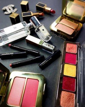 """You are my one desire ... "" from my @hourglasscosmetics #lipstick 💄  Means for my #makeupaddiction 💫😉💫✨ Gonna be on short trip soon. Rotating my essential for the maximum used of everything on #makeupcollection . @jomalone #pomegranatenoir 💫 @tomford #reflectsgilt #bicoastal #tomford #tomfordbeauty #tomfordmakeup #tomfordaddict #tomfordlipsandboys #tomfordlipstick  Golden is Sebastian  Red is Alejandro💫 @stilacosmetics #diamonddust 💫 @chanelofficial #chanel💫 @natashadenona 01 Joys 💫 . #makeuptalk #makeuppost #wakeupandmakeup #luxurybeauty #jomalone #makeupaddict #clozette #clozetteid #beautygram #beautyblogger #makeupaddict #hourglass #hourglasscosmetics #natashadenona"
