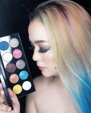 The 🌍 World is my canvas and I create my reality 🌈🖤🌈 #colourful #color #colors #colour #colours #patmcgrath #patmcgrathlabs #makeup #makeuppost #eyeshadow #mothership #mothershippalette #makeuptalk #colourmecolourful #empoweringwomen #manicpanic #bblog #beautyblog #beautyblogger #beautyvlogger #makeupjunkie #clozette #clozetteid