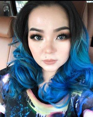 Here's #makeup details for that day 💙✨ 💎Eyebrow: @viseart #viseart brow palette 💎Lashes: @thewlashesofficial #thewlashesofficial Lucid #minklashes 💎 eyeshadow : @natashadenona #natashadenona 💎 #lipstick : @louboutinbeaute #justnothing 💎 powder and 💎 bronzer : @hourglasscosmetics #houglasscosmetics 💎 #highlighter : @thekatvond #katvond #katvondcosmetics #metalcrush 💎 settingspray : @maccosmetics @maccosmeticsindonesia #macfixplusid #macfixplus #maccosmeticsid 💎 @manicpanicnyc #manicpanic ————————————————— #beautyblogger #carselfie #iphonex #iphonexphotography #selfie #beautyblog #beautygram #beautylover #makeuppost #makeuptalk #clozette #clozetteid