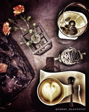 Ladies night out with @duudeed My first #mongolia girlfriend. Still hard to say her name correctly 😆See u ♥️ soon •••#wine #winestory #coffee #coffeestory #baileys #baileyscoffee #workingmom #workingmomlifestyle #mommies #woman #survivor #winterstyle #shanghai #clozette #clozetteid #ceritakopiku #idontplaniplay #pause